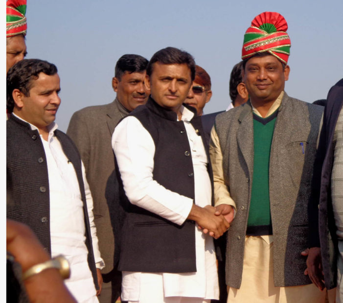मुख्यमंत्री ने सैफई महोत्सव में पहलवानों को पुरस्कृत किया