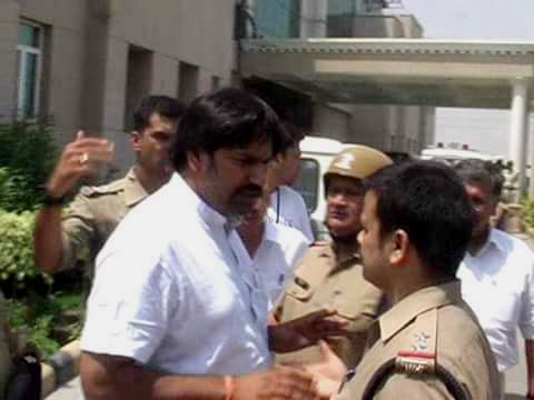 खुलेआम गुंडई करने वाले रामदेव के भाई को भेजा जेल