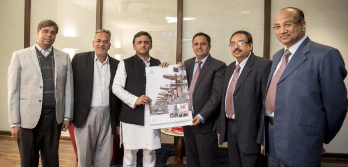 मुख्यमंत्री को मेट्रो ने भेंट की काॅरपोरेट डायरी व कैलेंडर