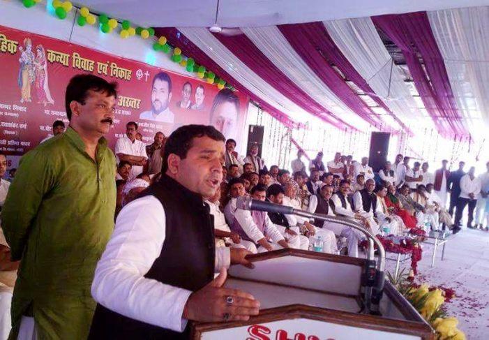 केंद्र सरकार को भी किसानों की मदद करनी चाहिए: धर्मेन्द्र