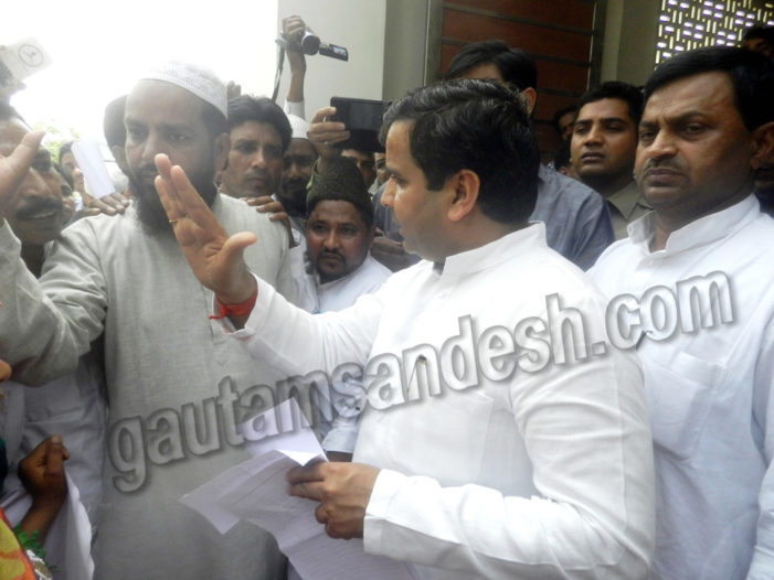 मदरसा वालों ने किया प्रदर्शन, मंत्री व सांसद ने दिया आश्वासन