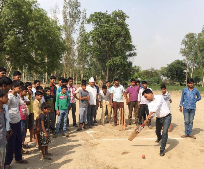 क्रिकेट टूर्नामेंट का राजीव कुमार गुप्ता ने किया उद्घाटन