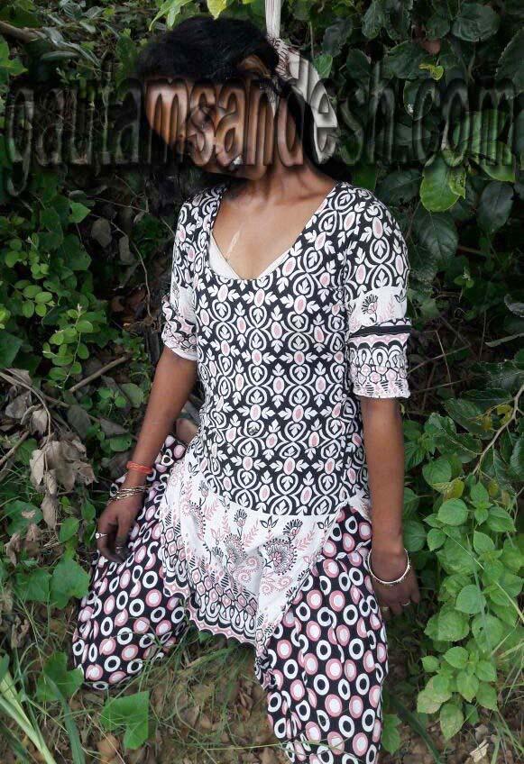 पेड़ पर 15 घंटे लटकी रही महिला की लाश, रेप की आशंका