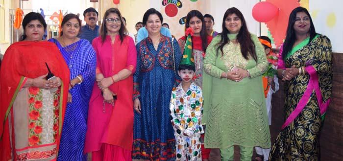 दीपावली के अवसर पर स्कूल में नन्हें-मुन्नों ने किया धमाल
